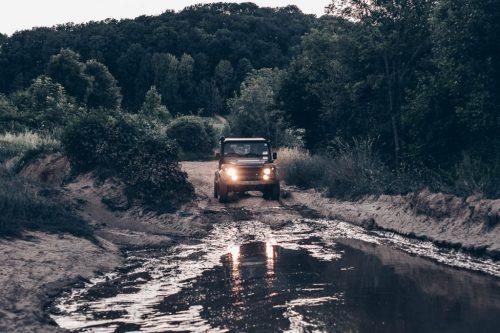 Land_Rover_Pfütze_1